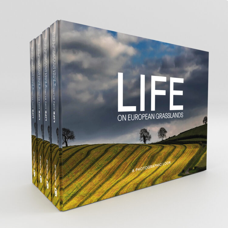 The SUPER-G Photobook – LIFE on European Grasslands – a Photographic Look has been published!